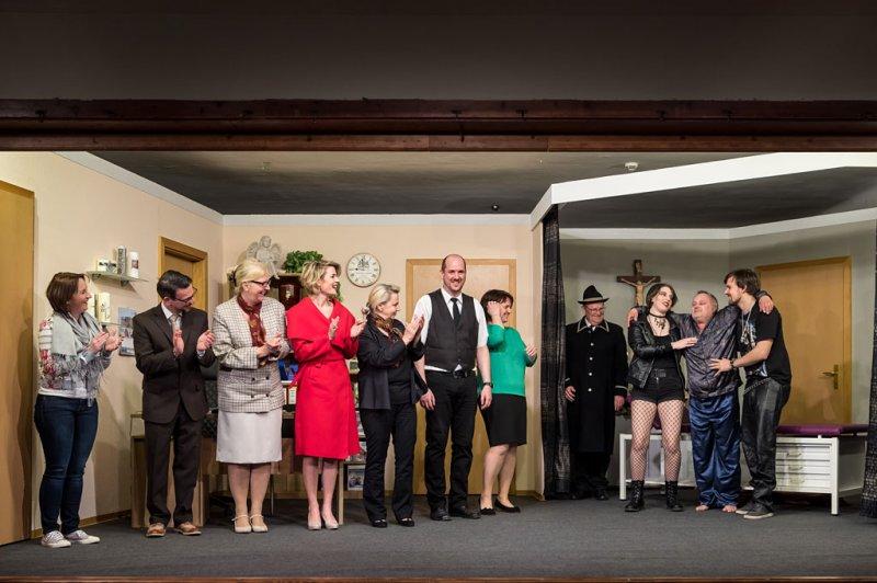 Theatergruppe Neumarkt am Wallersee mit dem Stück
