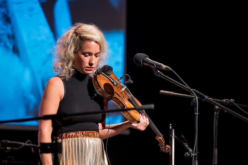 Julia Lacherstorfer (Kompsition, Geige Gesang)