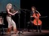 """Julia Lacherstorfer (Kompsition, Geige Gesang) """"Spinnerin"""" mit Sophie Abraham (Cello, Gesang) in der Kunstbox in Seekirchen am 09.10.2020   Foto und Copyright: Moser Albert, Fotograf, 5201 Seekirchen, Weinbergstiege 1, Tel.: 0043-676-7550526 mailto:albert.moser@sbg.at  www.moser.zenfolio.com"""